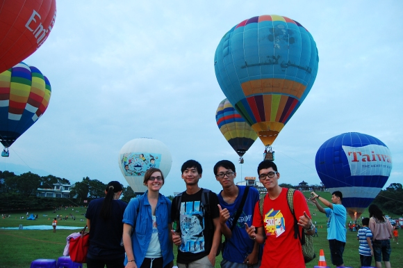 New Taiwanese friends I met on couchsurfing, hot air balloons, magical day